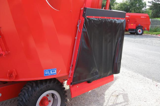 Distribution chutes on KUHN EUROMIX I mixer: express delivery!