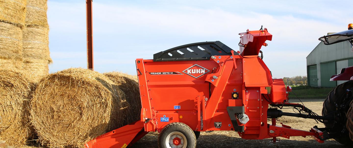 Pailleuse distributrice KUHN PRIMOR 3570 M en mode paillage